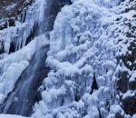 白猪の滝(冬)