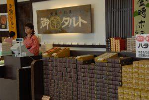 ハタダお菓子館の売場
