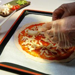 もち麦粉&地元の野菜を 使ったピザ作り体験