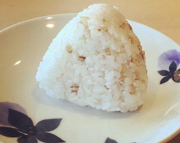 もち麦おむすび